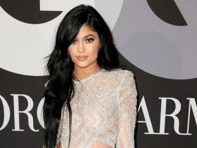 People are donating money to Kylie Jenner to help her become the world's youngest female billionaire