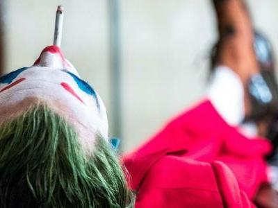 Joker Movie Director Reveals New Image of Joaquin Phoenix