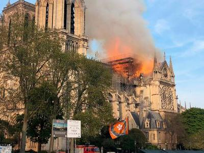 The fire in Notre-Dame Cathedral is too high for firefighters to reach