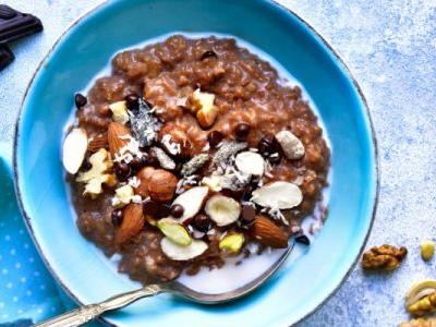Hot Chocolate Oatmeal Is Here To Make Your Mornings Way More Delicious