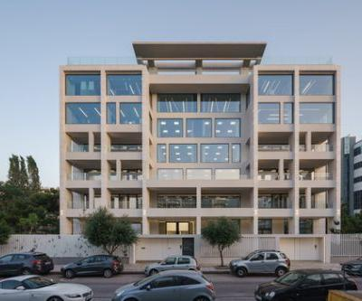 Geometrical Juxtapositions Office Building Redevelopment / Tsolakis Architects