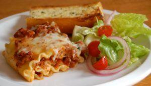 Dec 8-9: Lasagna, salad, and warm garlic bread!