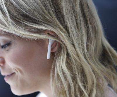 Here's How To Set Up Call Announcements For Your AirPods So You Know Who's Calling You