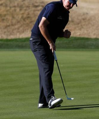 HIGHLIGHT REEL: Chip-ins, flop shots lead to 66 and Desert Classic lead for Phil Mickelson