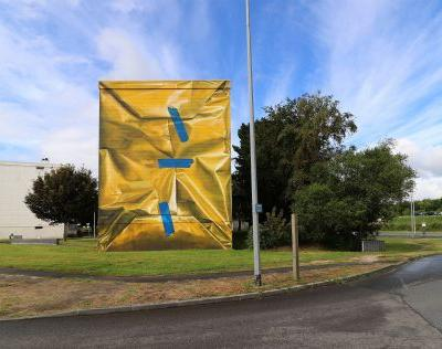 A 3D Mural by Artist Leon Keer Wraps a French Housing Complex Like a Gift