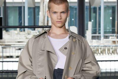 Acne Studios Looks Past Urban Street Style and Embrace Sophistication for 2018 Spring/Summer