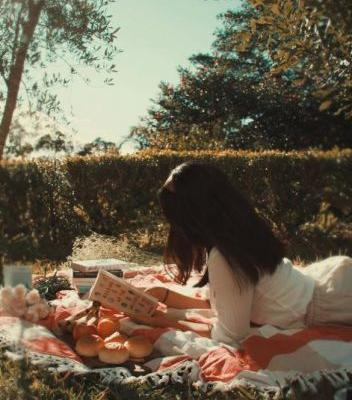 Cottagecore Is Summer's Sweetest Aesthetic-And The Reason Your IG Feed Is Filled With Picnics