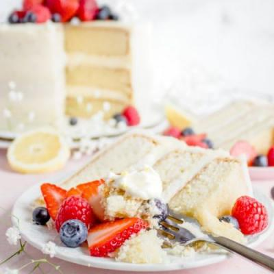 Cake with Lemon Cream and Berries