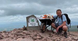 Dog Dad Treks Up Mountain To Give His Dying Best Friend An Amazing Last Hike