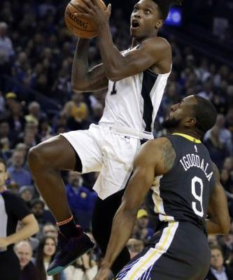 Thompson, Warriors come out shooting, run past Spurs 141-102