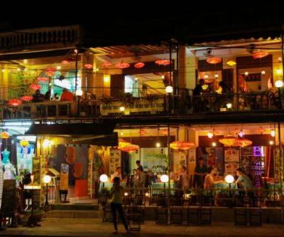 Immerse yourself in Vietnamese traditional AO Show in the Lantern Town of Hoi An
