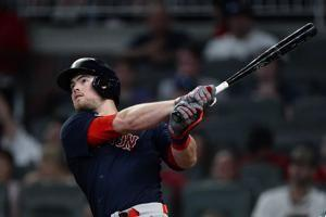 Arroyo's pinch slam sends surging Red Sox past Braves, 10-8