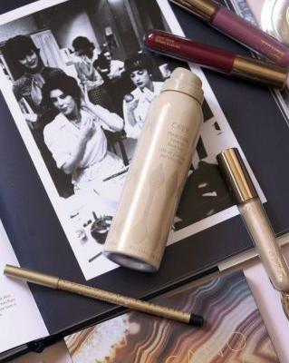 With Oribe Flash Form Finishing Spray Wax, Luminous Locks Are a Few Sprays Away