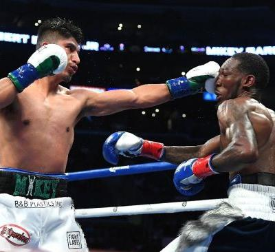 Garcia overpowers Easter to unify lightweight titles
