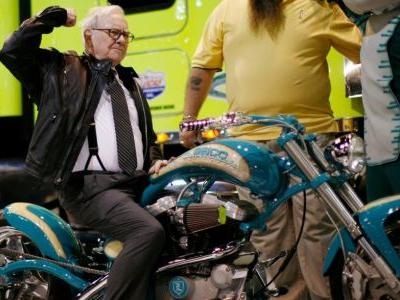Warren Buffett loaned $300 million to Harley-Davidson during the financial crisis. Here's the story of how he helped the motorcycle maker