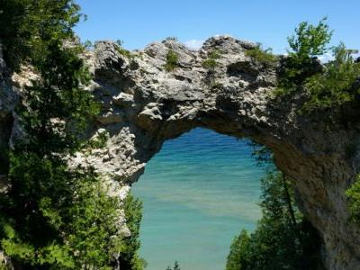 Man falls to death from Mackinac Island rock formation