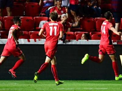 George Blackwood heads Adelaide United to win over Melbourne Victory