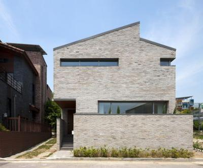 Brick House in Unjung-dong / Architects601