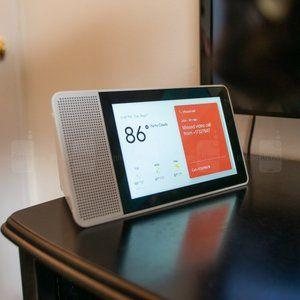 Lenovo's smaller Smart Display now comes bundled with free Google Home Mini