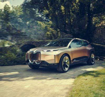 BMW Rolls Out Futuristic Vision iNext SUV Concept