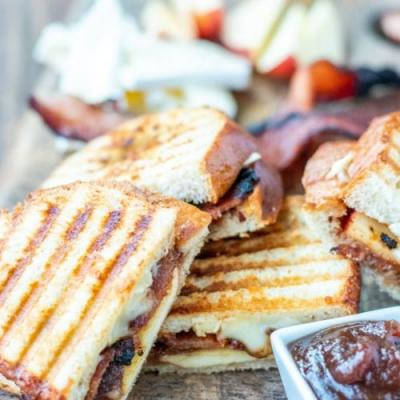 Apple Bacon Brie Grilled Cheese