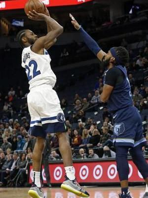 Towns hits desperate shot, Wolves beat Grizzlies 99-97 in OT