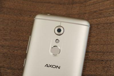 The Axon 7 is now compatible with Daydream VR