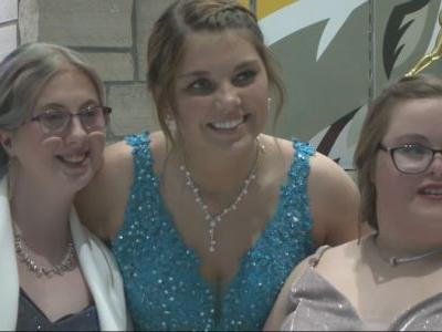 Winterset's Best Buddies Club Helps Connect Students for Prom