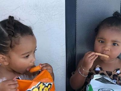 Chicago West and True Thompson Enjoying Snacks Together on Vacation Is a Total Mood