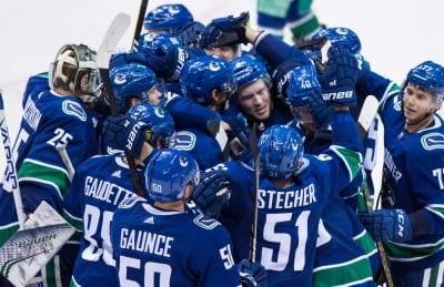 Rookie Pettersson has 5-point night as Canucks edge Avs in OT