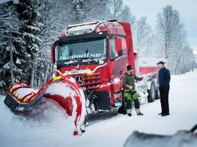 We Really Need This Epic 570bhp Snow Plough Before The Apocalypse