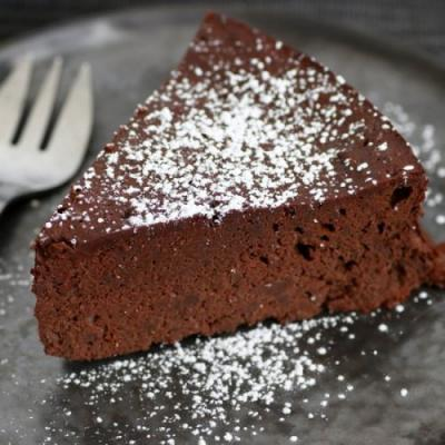 5 Ingredients Chocolate Cake
