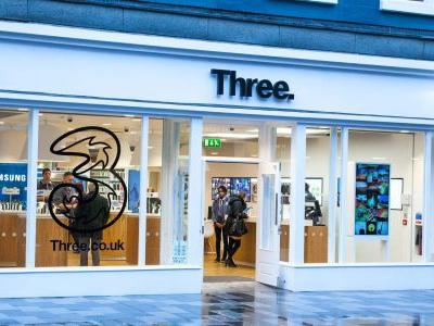 Three stops selling 3G mobile phones