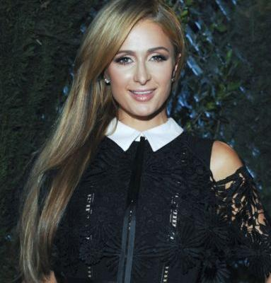 Paris Hilton Just Debuted the Prettiest Bronde Hair Color, and We're Obsessed