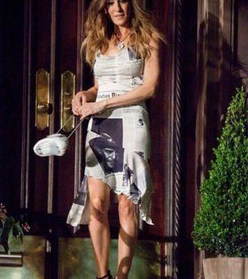 Rosie Huntington-Whiteley Looks Just Like Carrie Bradshaw in This Newspaper Outfit