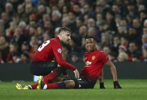 Man United forwards Martial, Lingard out for 2-3 weeks