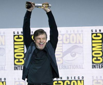 Comic-Con surprises Mark Hamill with the 2019 Icon Award