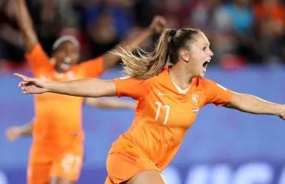 Netherlands edge Japan to clinch 1st quarter-finals appearance