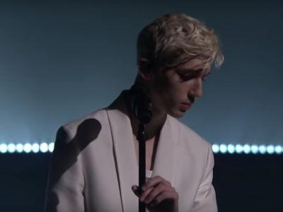 """Watch Troye Sivan Sing His Jónsi Collab """"Revelation"""" On The Tonight Show"""