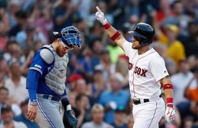 Red Sox ride hot start to fend off Jays' late rally