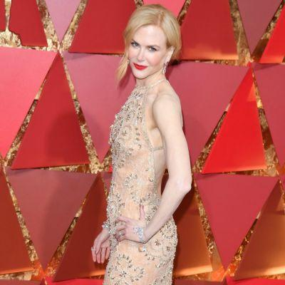 Nicole Kidman Does Not Know How to Clap - See the Hilarious Oscars GIF!