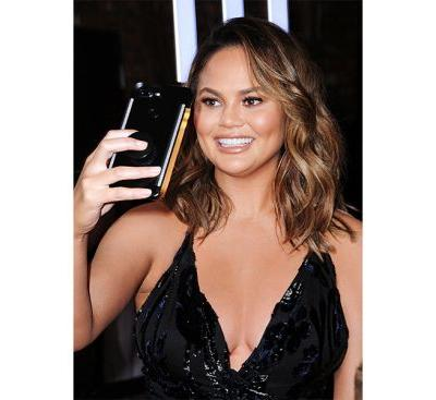 Chrissy Teigen Trolled the Victoria Secret Fashion Show and It Will Make Your Day