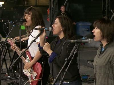 """Watch Courtney Barnett Perform """"Nameless, Faceless"""" With The Breeders"""