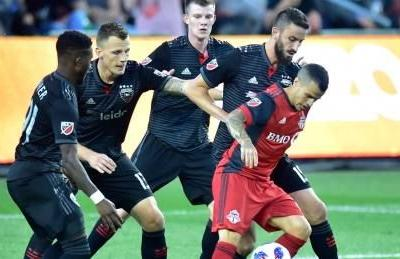 Toronto FC battles back in wild 2nd half to draw with D.C. United