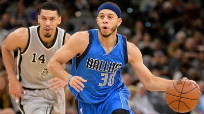 Seth Curry scores 24 points to help Mavericks hold off Spurs