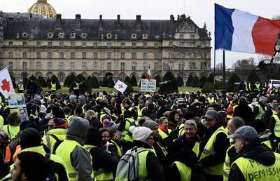 1000s of police on guard as Yellow Vests hit streets in France for 10th week in a row