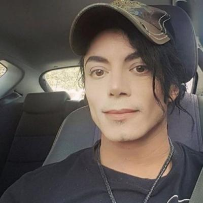 Girl has been dating the King of Pop all this time and hasn't even noticed