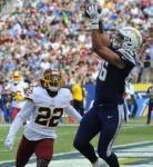 Chargers TE Hunter Henry tears ACL