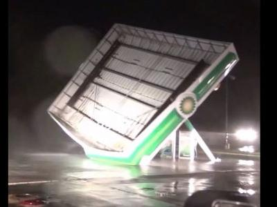 Incredible video: Winds from Hurricane Florence rip apart gas station canopy