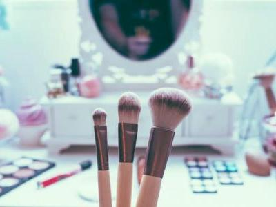 5 Makeup Tips to Turn Back the Clock